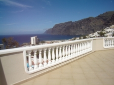 Three bedrooms, Los Gigantes, Guia de Isora, Property for sale in Tenerife: 348 000 €